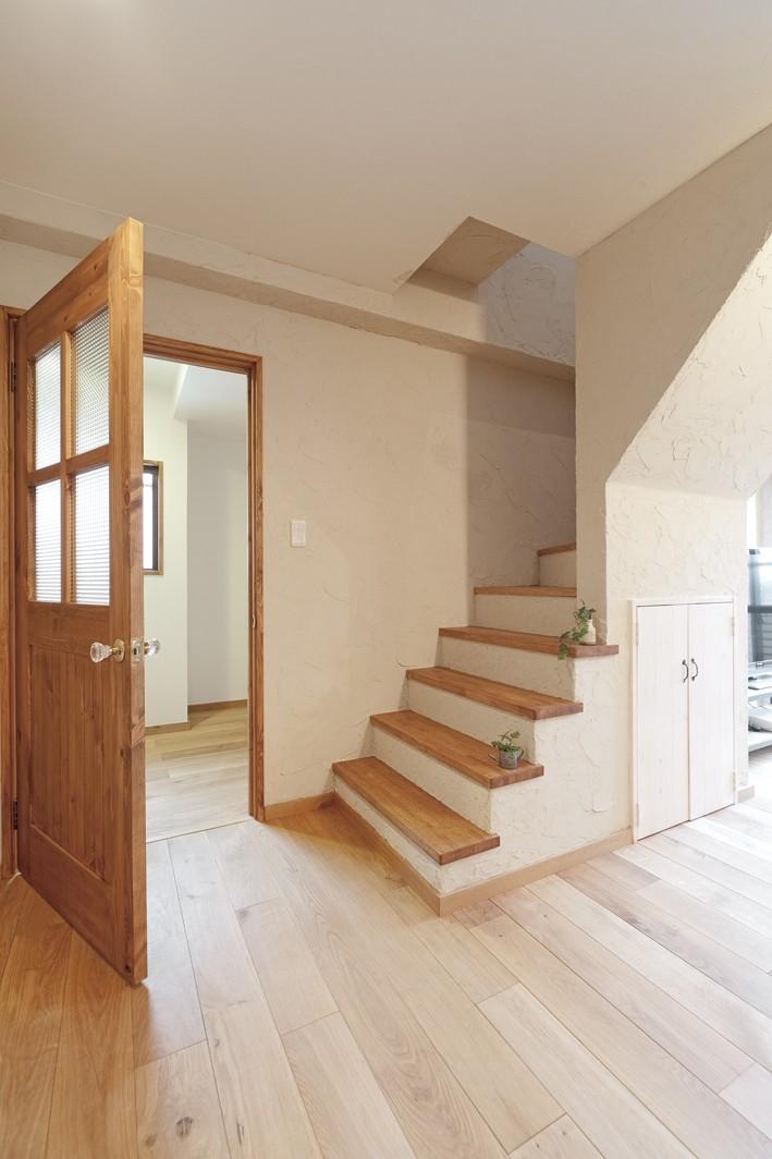 大阪府Fさん邸:家族がつながる開放的なLDK (チェッカーガラスが素敵なオリジナル建具)