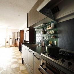 K邸_レトロモダンで快適な暮らし (キッチン)