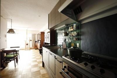 キッチン (K邸_レトロモダンで快適な暮らし)