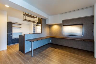 ダイニング・キッチン (~ 大きなL型のリビングカウンターが見どころ ~ スケルトン×フルリノベーション ~)