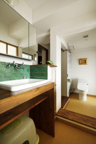 トイレ (K邸_レトロモダンで快適な暮らし)