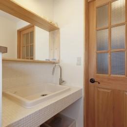 大阪府Sさん邸:中古リノベーションで開放感のある個性的な空間に-お洒落な造作洗面カウンター
