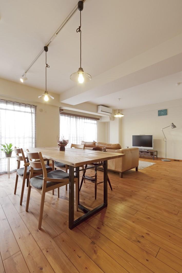 大阪府Tさん邸:子どもに目が届く家族がつながるリノベーション (DIYで希望通りの雰囲気の床に)