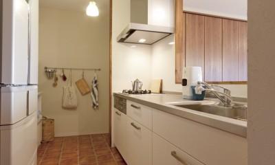 大阪府Tさん邸:子どもに目が届く家族がつながるリノベーション (キッチン)