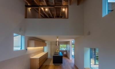 尾張旭の住宅 自然と呼応するモダンウッドハウス (ダイニングキッチン)