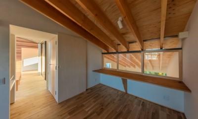 尾張旭の住宅 自然と呼応するモダンウッドハウス (スタディコーナー)
