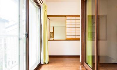 吹き抜けから明るい陽射しが届く開放感あふれる家に「まるごと再生」 (【インナーテラス】)