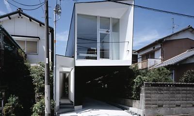 M HOUSE 狭小間口を活かした、道のような家