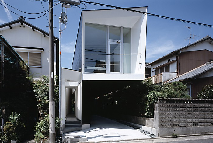 M HOUSE 狭小間口を活かした、道のような家 (外観)