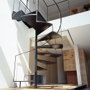 M HOUSE 狭小間口を活かした、道のような家の写真 階段