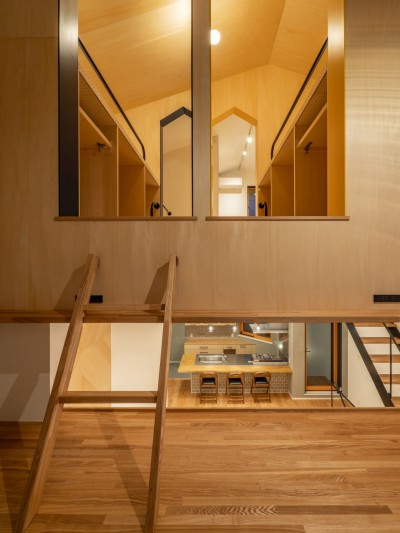 2階LDK⇔2.5階勉強スペース⇔3階子ども室のつながり (1・2・house 遊びゴコロいっぱいのボーダーレスハウス)