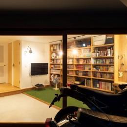 1・2・house 遊びゴコロいっぱいのボーダーレスハウス (前庭から見た書斎)