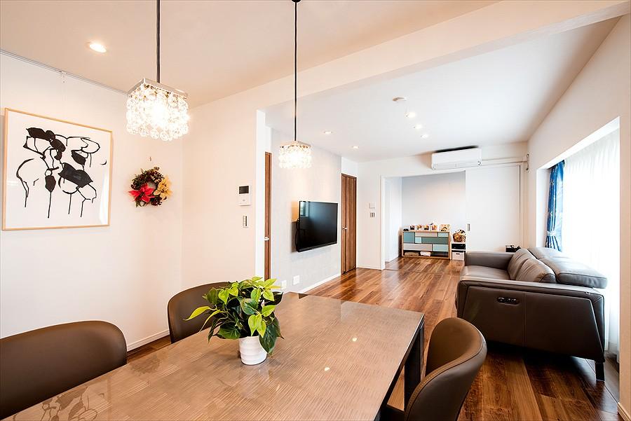 「ちょうどいい距離感」でつながる安心の二世帯住宅へ『まるごと』一新 (【子世帯リビング】)