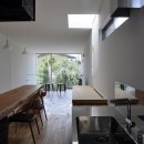 M HOUSE 狭小間口を活かした、道のような家の写真 キッチン