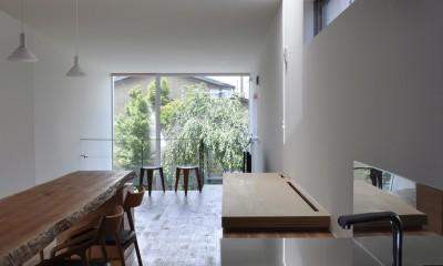 M HOUSE 狭小間口を活かした、道のような家 (キッチン)