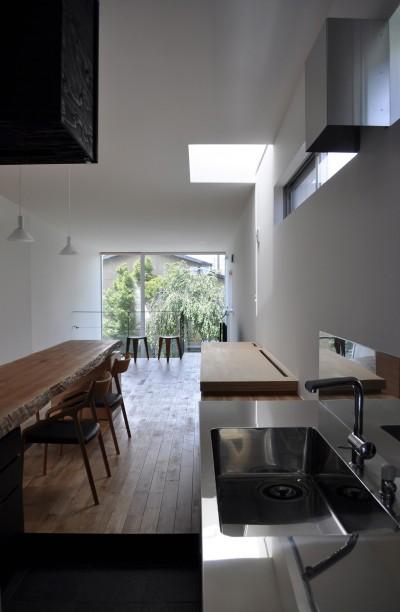 キッチン (M HOUSE 狭小間口を活かした、道のような家)