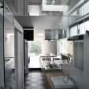 M HOUSE 狭小間口を活かした、道のような家の写真 バスルーム