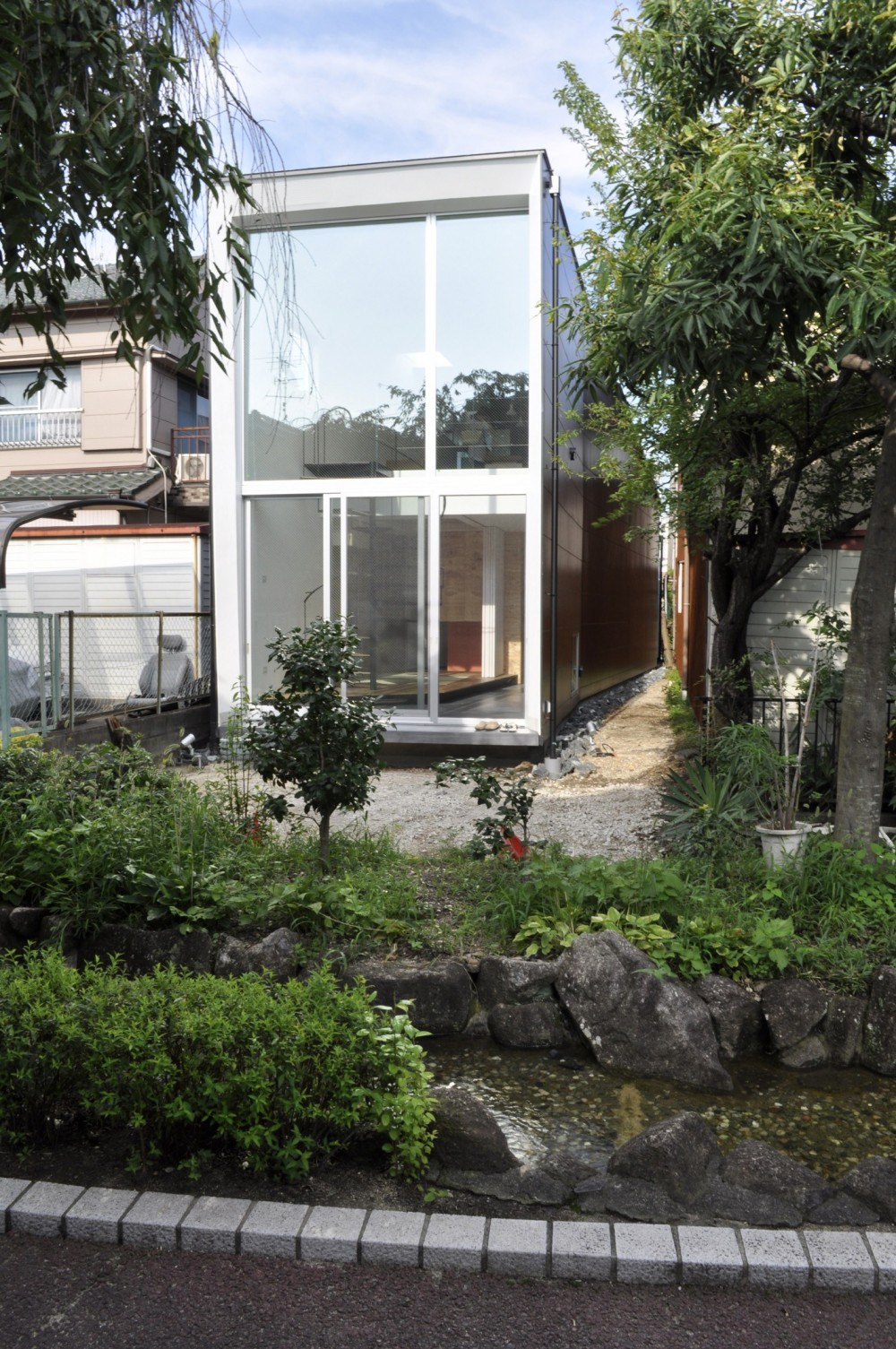 M HOUSE 狭小間口を活かした、道のような家 (外観2)