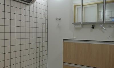 働いていたスタジオから終の棲家へ:バリアフリー・リノべーション (段差解消し、ヒートショックに対応した洗面脱衣室)
