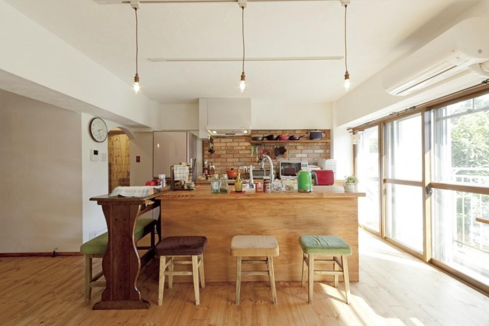 大阪府Aさん邸:温かみのある木のキッチンが主役の、レトロナチュラルな空間 (「木のキッチン」)