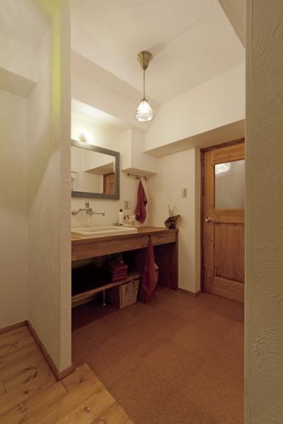 オリジナル洗面台 (大阪府Aさん邸:温かみのある木のキッチンが主役の、レトロナチュラルな空間)