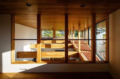 haus-cros ロフト (haus-cros / 十字フレームが印象付ける和洋折衷テイストの箱型中庭住宅)