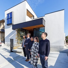 haus-cros / 十字フレームが印象付ける和洋折衷テイストの箱型中庭住宅 (haus-cros 外観)