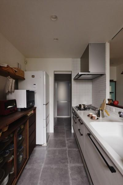 キッチン (M邸_やさしい光が注ぐ 和やかな時間)