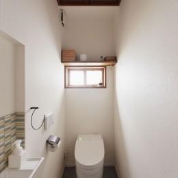 M邸_やさしい光が注ぐ 和やかな時間 (トイレ)