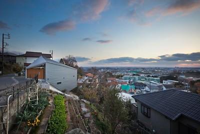 外観1 (K HOUSE 高台からの眺望を望む、小屋のような住処)