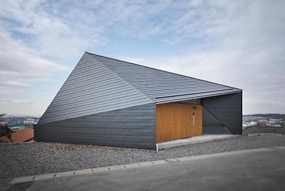 K HOUSE 高台からの眺望を望む、小屋のような住処 (外観2)