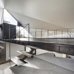 K HOUSE 高台からの眺望を望む、小屋のような住処