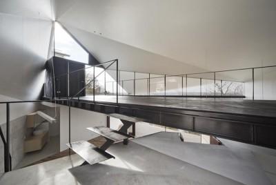 玄関 (K HOUSE 高台からの眺望を望む、小屋のような住処)
