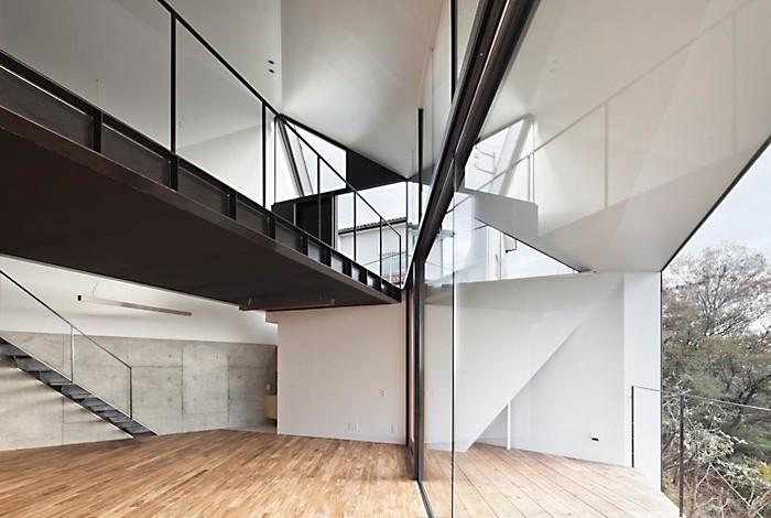 K HOUSE 高台からの眺望を望む、小屋のような住処 (リビングダイニング)