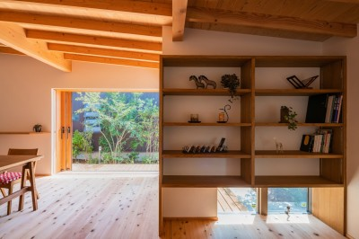 読書スペースから庭 (鎌ヶ谷の家D ー私だけの平屋ー)