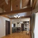 目が行き届く快適な平屋#和歌山の家の写真 明り取り窓から光が差し込むリビング