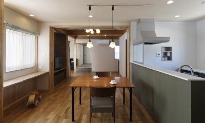 ダイニングキッチンから和室まで見通す|目が行き届く快適な平屋#和歌山の家