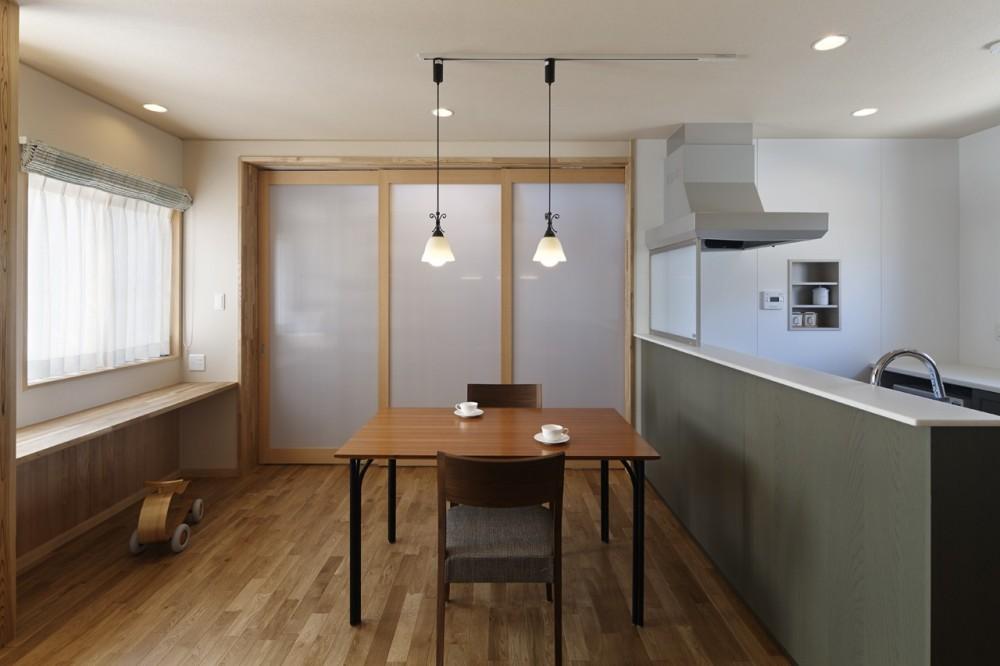 目が行き届く快適な平屋#和歌山の家 (閉じることもできるダイニングキッチン)