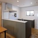 目が行き届く快適な平屋#和歌山の家の写真 ハイバックカウンターのIH対面キッチンとカウンター収納のキッチン