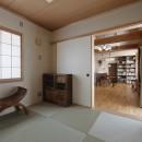 目が行き届く快適な平屋#和歌山の家の写真 和室からダイニングを見る