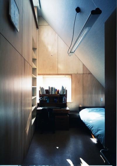 子供部屋 (【T字路に建つ家】  外へと膨らみ、内を包み込む曲面の壁)