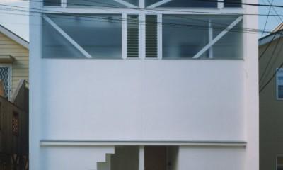 【葉山の家】  基礎の土で築山をつくり、立体的な庭園を生む