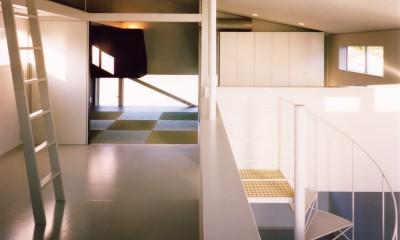【葉山の家】  基礎の土で築山をつくり、立体的な庭園を生む (子供部屋)