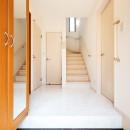 暮らしにあわせて間取りから一新。築51年の家を新築同様の住み心地にの写真 【玄関】