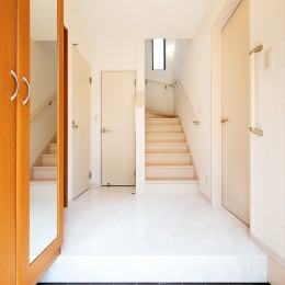 暮らしにあわせて間取りから一新。築51年の家を新築同様の住み心地に (【玄関】)