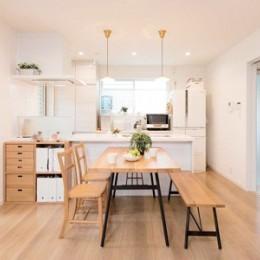 子どもに目が届くオープンキッチン スッキリ広々、子育てが楽しい家へ (【リビング】)