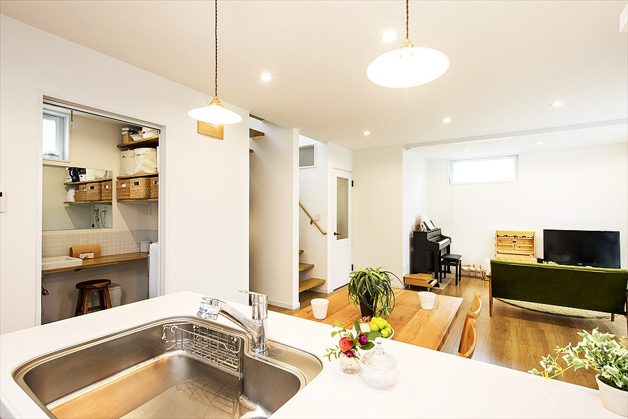 子どもに目が届くオープンキッチン スッキリ広々、子育てが楽しい家へ (【キッチン】)