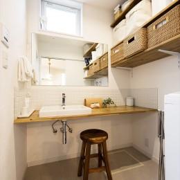 子どもに目が届くオープンキッチン スッキリ広々、子育てが楽しい家へ (【洗面所】)