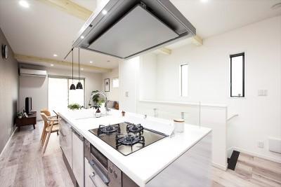 【キッチン】 (家族の笑顔があつまる、明るいオープンキッチンが主役の家)