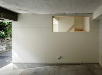 作業場兼駐輪スペース (東五反田の住宅/ 空き家木造住宅のリノベーション)